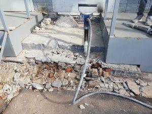 Компрессор с бетоноломамии отбойными молотками