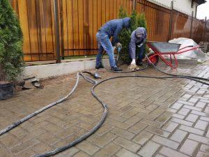 Аренда компрессора с отбойными молотками в Северный район Москвы для ремонта брусчатки в дождь, снег, шторм
